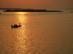 . (hn.) Tags: sunset water sunrise river boats boot boat asia asien cambodge cambodia heiconeumeyer kambodscha seasia soasien southeastasia sdostasien wasser khmer sonnenuntergang flus boote phnompenh fluss sonnenaufgang mekong phnom tonlesap mekhong