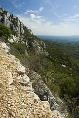 High (doozzle) Tags: france 2006 september provence puyloubier montagnesaintevictoire 17092006 utataview chapellestser