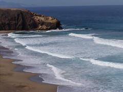 La Pared (Iveta) Tags: summer holiday beach water strand wasser waves surfer fuerteventura playa atlantic wellen iveta lapared byiveta
