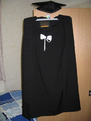 Graduating gown