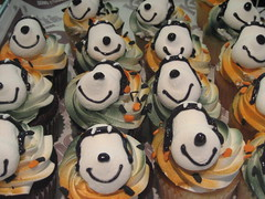 a troop of snoops (_melika_) Tags: dessert cupcakes peanuts snoopy buenapark knotts knottsberryfarm