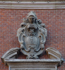 Coat of arms in Milano (Franco Folini) Tags: old italy milan emblem photography heraldry coatofarms italia foto milano sony fotografia antico lombardia stemma redbricks lombardy emblema viadellaspiga dscf707 araldica blazonry francofolini blasone folini
