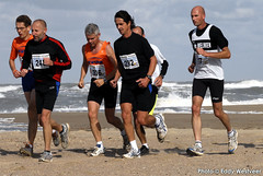 Zeeuwse kustmarathon 2006  EW_058 (Eddy Westveer) Tags: strand marathon zeeland walcheren zeeuwse oostkapelle westveer eddywestveer kustmarathon marathonzeeland marathonzeeland2006 zeeuwsekustmarathon 2006eddy wwweddywestveercom