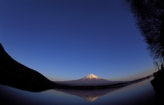 calm lakeside (miwa**) Tags: 2001 blue sky mountain lake reflection film nature japan nikon fuji fisheye mountfuji f80 nikkor shizuoka  provia100f mtfuji fujiyama miwa 16mmf28dfisheye tanukiko rdplll