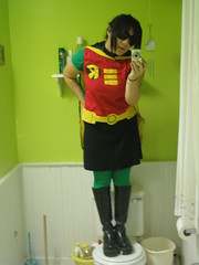 Teen Titans, GO! (Klara Kim) Tags: selfportrait halloween me robin bathroom costume cosplay halloweencostume klara teentitans klarakim crossplay halloween2006 teentitansrobin