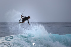 Air Time (santosh_shanmuga) Tags: surf surfing surfer air airtime wave waves swell ocean water saltwater beach sand shore pipe tube nikon d4 500mm hi hawaii oahu northshore banzaipipeline