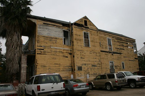1540 St. Mary Street Side View