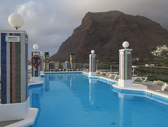 Our rooftop swimming pool (Jackie & Dennis) Tags: hotelgranrey vallegranrey lagomera