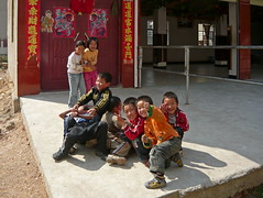 Chinese Migrant Workers' Kids Having Great Fun (Wolfgang Bazer) Tags: kunming yunnan china wanderarbeiter migrant workers wanderarbeiterkinder 民工 children kinder boys girls buben mädchen