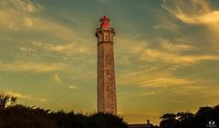 Le Phare des baleines ( île de Ré) (Didier Gozzo) Tags: sky ciel canon outdoor poitoucharentes îlederé lightouse phare pharedesbaleines