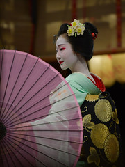 elegance (byzanceblue) Tags: maiko geisha woman girl female beautiful gion kyoto dance kimono japanese traditional miyagawacho geiko beauty kanzashi formal 祇園 舞妓 とし恵美 京都 宮川町 black 花街 駒屋 新年 toshiemi white color colour flower nikkor background people photo d850