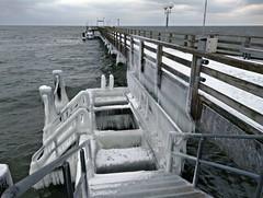 Vereiste Seebrücke (lt_paris) Tags: urlaubinbinz2018 binz rügen eis eiszapfen winter schnee ostsee meer seebrücke