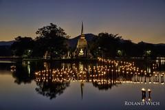 Sukhothai (Rolandito.) Tags: south east asia southeast thailand sukhothai loy krathong historical park candle candles yi peng yee