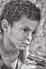 A look of concern (Pejasar) Tags: boy dirt dust covered child concern expressive face seisdemayo honduras bw blackandwhite