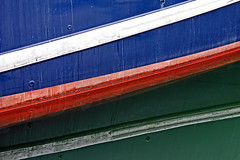 New Flag? (Ciceruacchio) Tags: flag drapeau bandiera abstract astratto abstrait boat bateau barca reflection réflexion riflessi water eau acqua colors colori couleurs port portodipesca fishingport canon