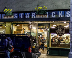 Starbucks (sibnet2000) Tags: seattle starbucks pikeplace coffee canon5dmarkiv coffeeshop street