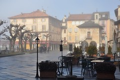 brumes matinales... (jackie bernelas) Tags: orta italie italia brumes brouillard lacdorta piazzamotta soleil matin hiver mist