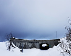 Tromsø (livsillusjoner) Tags: mobile samsung tromsø tromsoe northernnorway nordnorge norway norge troms winter light blue contrast outside outdoor nature grey concrete europe