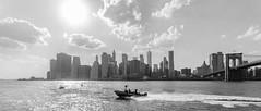 Lower Manhattan Panorama (theilheimer) Tags: wolkenkratzer skyscraper newyork eastcoast ostküste usa newyorkcity nyc brooklynbridgepark lowermanhattan manhattan skyline eastriver stadt city buildings gebäude boot boat himmel sky water architektur oneworldtradecenter