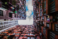 The Blue of the Sky - Hongkong 131/188 (*Capture the Moment*) Tags: 2017 architektur balconies balkone colours condominium courtyard estate fenster flats fotowalk hauses hochhäuser hongkong houses häuser innenhof intothesky sky skyscraper sonya7m2 sonya7mii sonya7mark2 sonya7ii sonyfe1635mmf4zaoss sonyfe41635 sonyilce7m2 urbancity vintage windows wohnungen farbig indenhimmel urban urbanliving