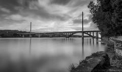 Les deux ponts ne font qu'un ! (clos du pontic) Tags: blanc et noir fuji xt1 lente pose élorn iroie rade brest construction architecture arches pilliers haubans