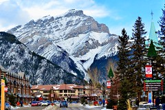 Banff Town, Banff National Park, Canada (leo_li's Photography) Tags: unescoworldheritagesites banfftown canada banffnationalpark banff winter 加拿大 班芙國家公園 亞伯達省 亞伯達 alberta rockymountains mountain canadianrockymountains