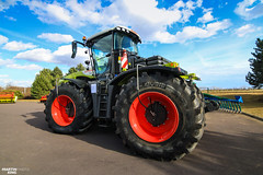 CLAAS XERION 5000 TRAC Tractor (martin_king.photo) Tags: claasxerion5000trac claasxerion5000 claasxerion tractor xerion claas bluesky blue sky strong big clouds cloudyday michelintires michelin tires red green huge hugemachine tschechischerepublik powerfull martinkingphoto machines agricultural greatday great czechrepublic welovefarming agriculturalmachinery farm workday working modernagriculture landwirtschaft machine machinery colorful colors photogoraphy photographer canon