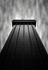 Contre plongée à Madrid (ju.labs) Tags: madrid canon 2470f4 building contraste dark monochrome pointofview photoshop lightroom