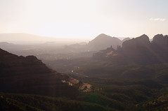 The sunset light fills the valleys (s81c) Tags: sunset valleys redrocks outlook road sky warmlight sunrays corrugatedlandscape green sedona arizona americansouthwest usa layers goingup schneblyhillroad hills panorama