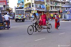 17-04-17 India-Orissa (504) Puri R01 (Nikobo3) Tags: asia india orissa bhubaneswar puri social street urban culturas people gentes travel viajes nikon nikond800 d800 nikon7020028vrii nikobo joségarcíacobo rickshaw tuktuks