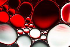 water & oil #2 (Marcus Hellwig) Tags: abstract abstrakt wasser oilandwater wateroil öl oil makro macro rot red drops tropfen wasseröl