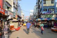 Madurai market (Francisco Anzola) Tags: market madurai tamilnadu india people sun street shops