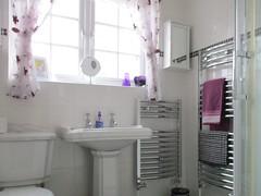 Westside Cottage (pefkosmad) Tags: cornwall cardinham bodmin westsidecottage england uk southwestengland holiday vacation vacances cottage weddinganniversary selfcatering bunnyshill bathroom