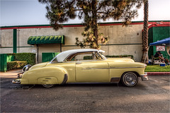 1950 chevy deluxe (pixel fixel) Tags: 1950 anaheimmarketplace chevrolet deluxe pinstriping sideview viejitos yellow