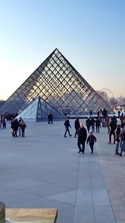 565 Paris en Février 2018 - Pyramide du Louvre