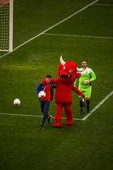 _MG_9850 (sergiopenalvagonzalez) Tags: futbol domingo palma de mallorca pelota jugadores aficion rojo negro pasion