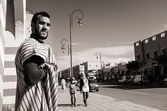 What a Day (Tom Levold (www.levold.de/photosphere)) Tags: fuji fujix100f marokko morocco x100f zagora sw bw porträt street man portrait mann candid people