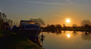 Sunrise at Papercourt Lock