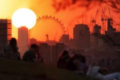 Eye Spy The Sun (JH Images.co.uk) Tags: london londoneye sun sunset people ferris wheel hdr dri architecture