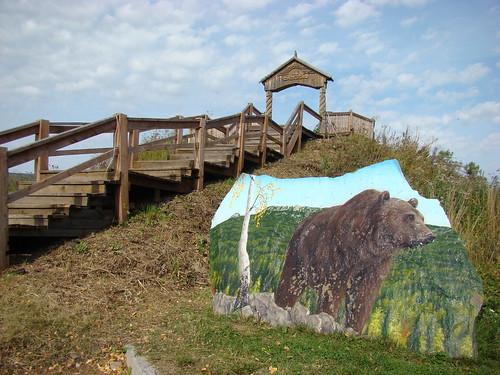 Лестница на горку для тюбинга и картина на камне ©  ayampolsky