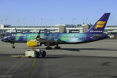 Icelandair 757-256 TF-FIU March 5, 2018 (CloudSurf) Tags: icelandair iceland denver international airport dia kden den special paint scheme tffiu hekla aurora rolls royce rb211 rb211s boeing 757200 757256 b752 pushback tug taxiing ramp terminal northern lights northernlights winglet schimitar airliner airlines airplanes aviation blue skies