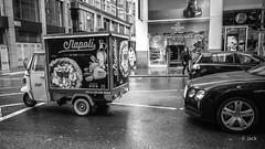 the difference (Jack_from_Paris) Tags: r0003021bw ricoh gr 28mm apsc capture nx2 lr monochrom noiretblanc street bw wide angle route vespa triporteur paysage urbain londres london pizza godiva napoli