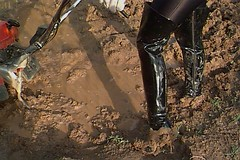 Linda in muddy patent leather thigh boots! (ThighBootsinMud) Tags: boots bottes stiefel сапог сапоги ботфорты thigh mud muddy boueux schlamm грязь wet messy wam platform heels каблук каблуки talons boot fetish fetichisme фетиш cuissardes outdoor patent leather