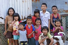 children from three families (at least) (the foreign photographer - ฝรั่งถ่) Tags: ten children one dog three families khlong thanon portraits bangkhen bangkok thailand nikon d3200