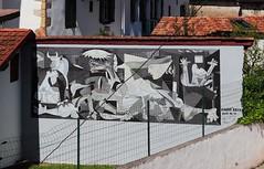Guernica de Pablo Picasso par l'association Axuri'arte (Thethe35400) Tags: artderue arteurbano arturbain arturbà arteurbana calle grafit grafite grafiti graffiti graffitis graff mural murales muralisme plantilla pochoir stencil streetart schablone stampino tag urbanart wall picasso gernika