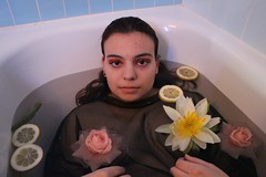 bain (Ôde.Gaudin) Tags: girl bath bathroom bain flowers portrait rose lemon sauge citron