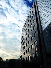 Tokyo sky (DameBoudicca) Tags: tokyo tokio 東京 japan nippon nihon 日本 japón japon giappone shibakōen 芝公園 sky himmel cielo ciel 空 cloud moln wolke nube nuage nuvola 雲 reflection spegling reflektion reflet reflejo 反映
