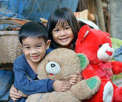 brother and sister and their teddy bears (the foreign photographer - ฝรั่งถ่) Tags: brother sister teddy bears dolls khlong thanon portraits bangkhen bangkok thailand nikon d3200
