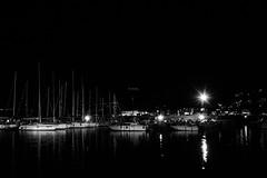 20dicembre (4)-2 (andry_92) Tags: sapri nikon night notte sea mare riflessi lights boats porto barche bw