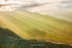 File759.0617.Cao Phạ.Mù Cang Chải.Yên Bái. (hoanglongphoto) Tags: asia asian vietnam northvietnam northwestvietnam landscape scenery vietnamlandscape vietnamscenery vietnamscene nature afternoon sunny sunnyafternoon ray sunrays mountain mountainouslandscape hdr flanksmountain valley limmongvalley canon tâybắc yênbái mùcangchải caophạ lìmmông thunglũnglìmmông thiênnhiên buổichiều nắng nắngchiều nắngxiên núi sườnnúi phongcảnh phongcảnhvùngcao phongcảnhtâybắc bầutrời sky canoneos1dsmarkiii canonef2470mmf28liiusm